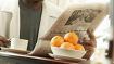 La lettura del giornale a tavola